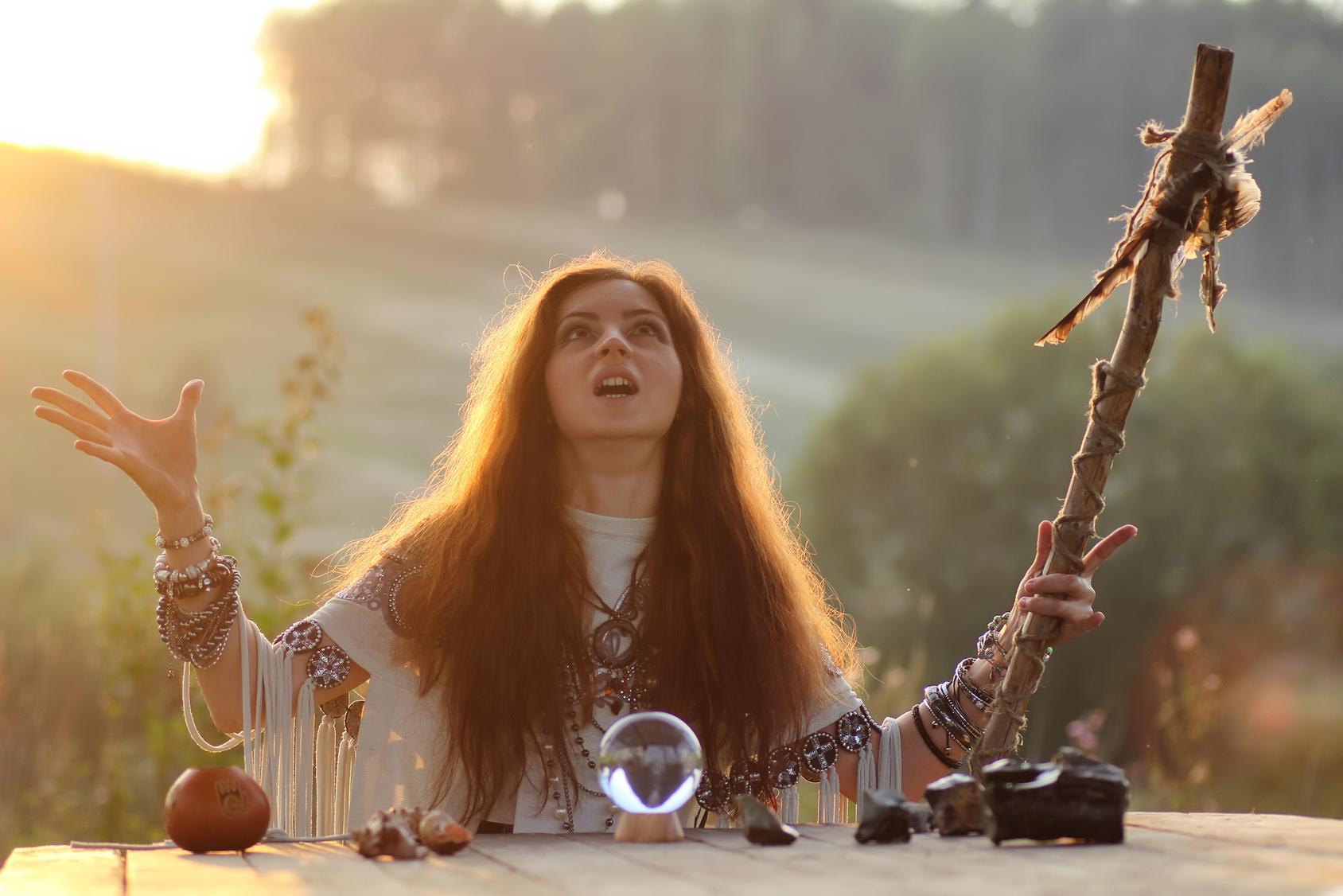 占い師と水晶