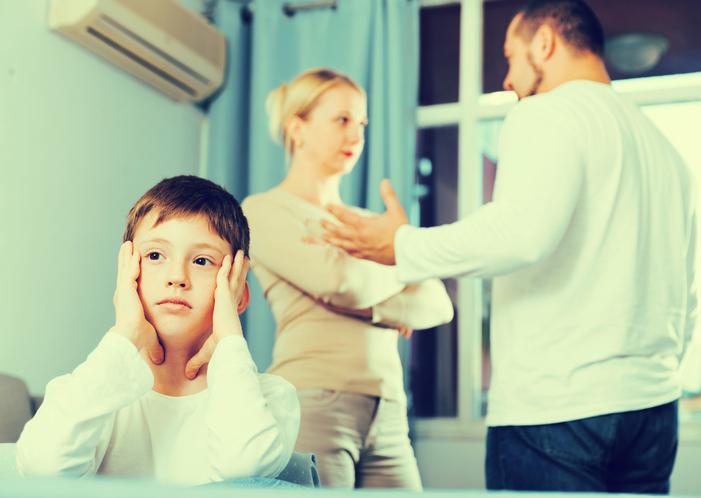 息子の将来について不安に思う親画像1